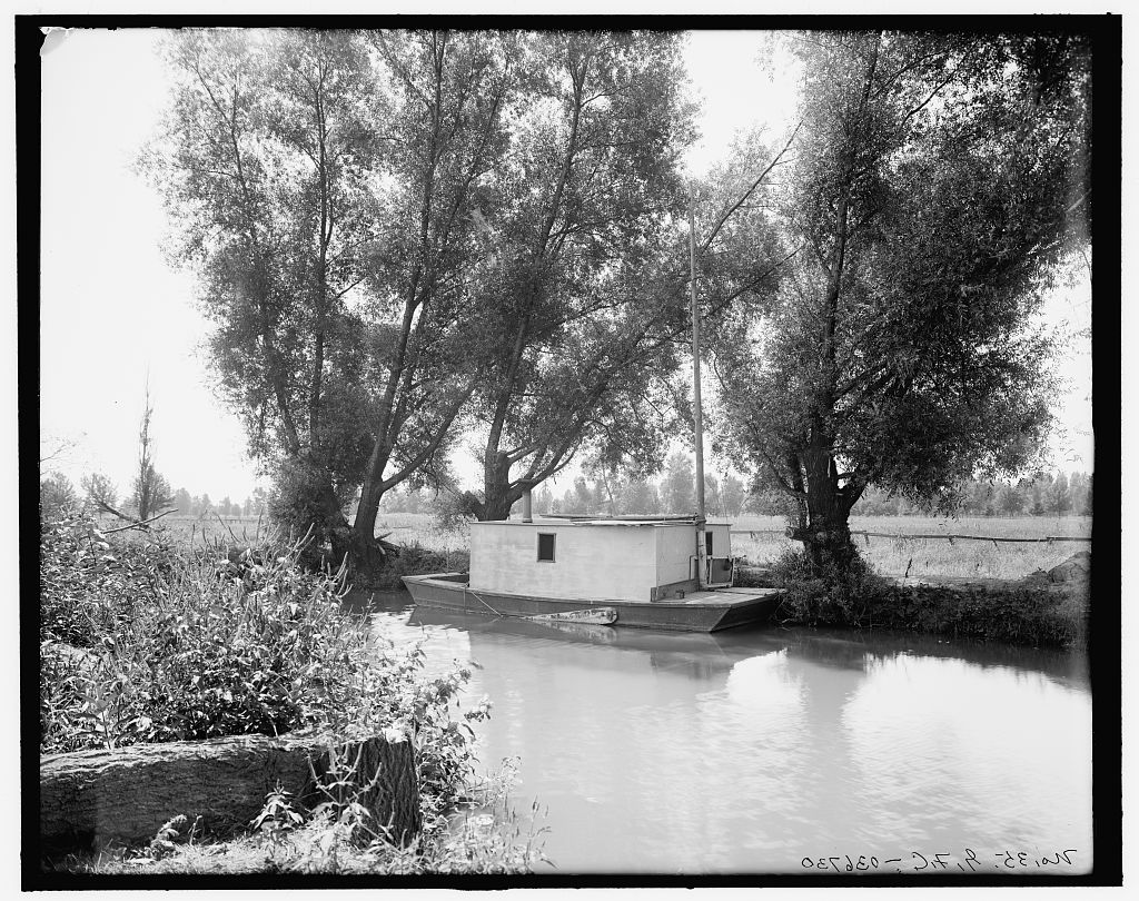 The Deserted house boat-1905