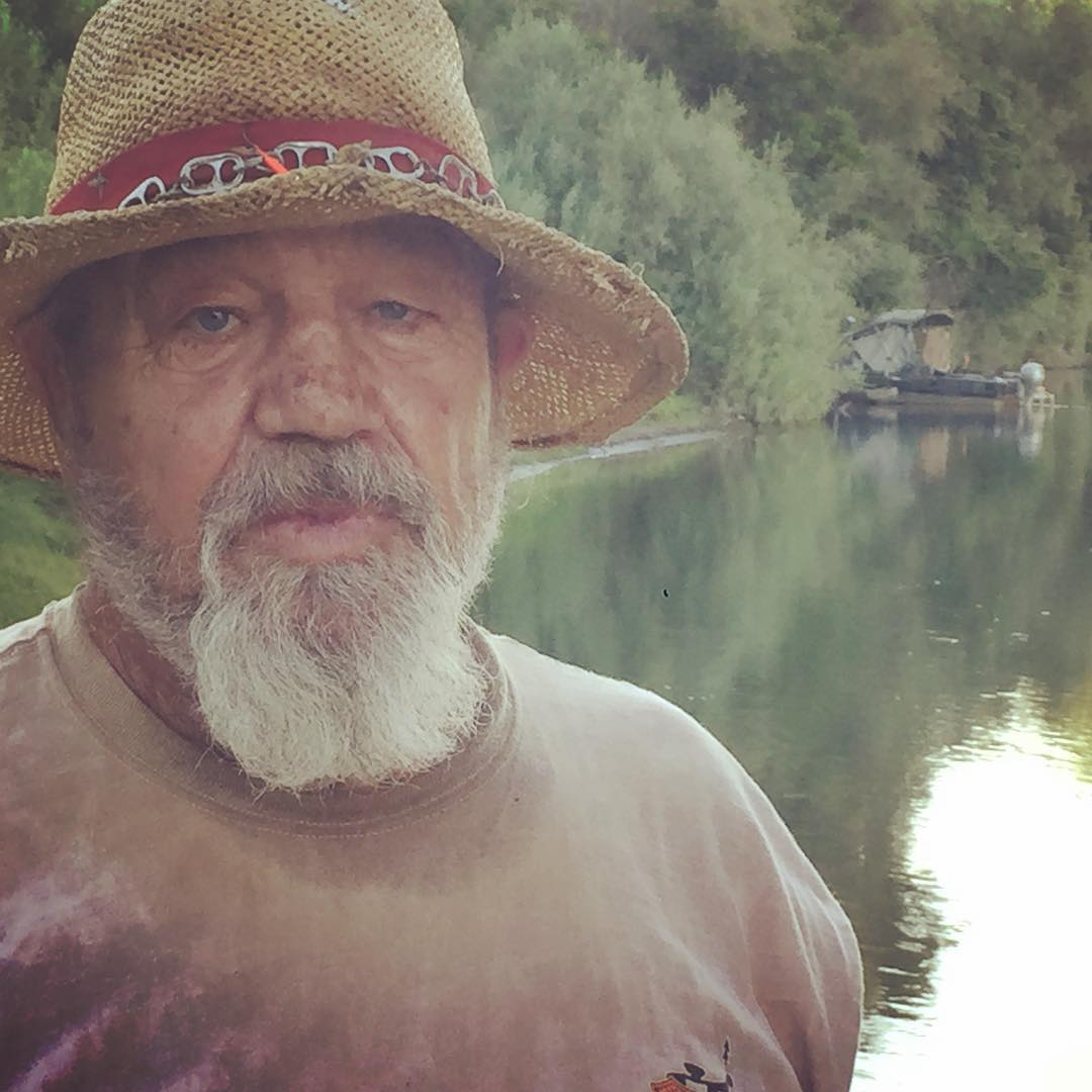 Joe Lorenzo known around here as just Riverrat owns the boat that partly inspired the Secret History shantyboat when we saw it ten years ago https://flic.kr/p/sLPi2F
