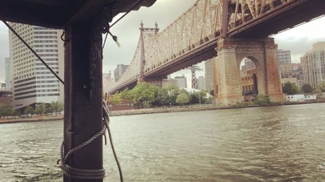 Queensboro Bridge across Roosevelt Island with the little shantyboat on the East River heading toward Brooklyn #shantyboat #rooseveltisland #eastriver #brooklyn